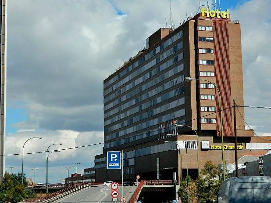 Weare Chamartin Hotel: Hotel y alrededores