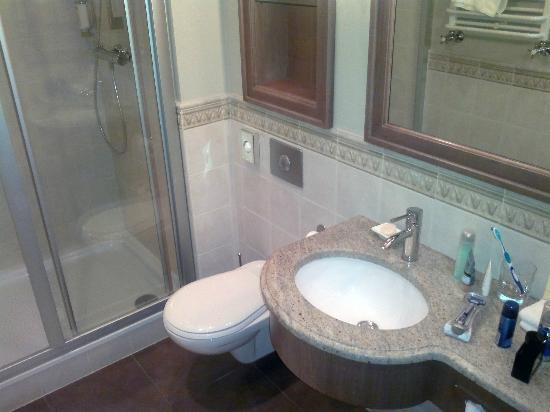 Art Hotel: bathroom