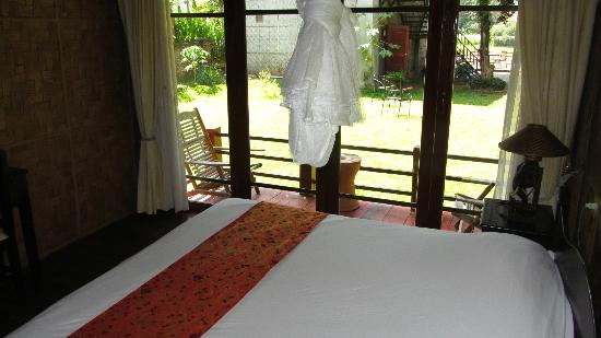 Ban Sabai Riverside Bungalow: bed
