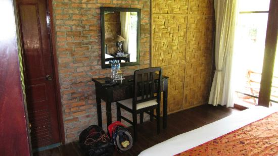 Ban Sabai Riverside Bungalow: room
