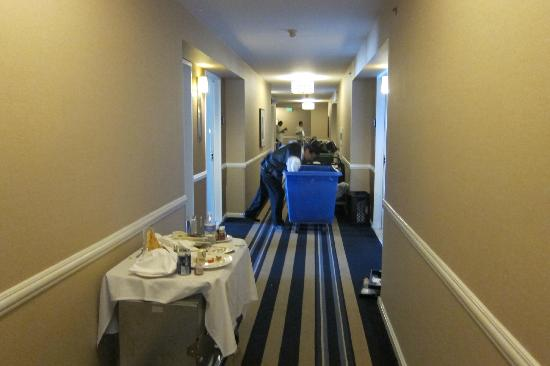 Loews Santa Monica Beach Hotel: Frenetic activity in the halls