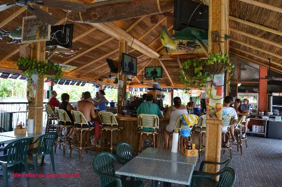 Wyndham Garden Fort Myers Beach: Inside Tiki Bar