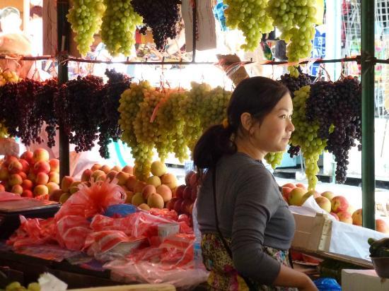 Osh Bazaar : Traubenmaid