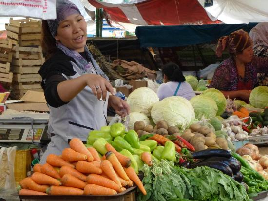 Osh Bazaar : Marktschreierin