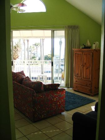 Nantucket Rainbow Cottages: Double glass doors in main room