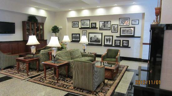 Drury Inn & Suites Dayton North: Lobby.