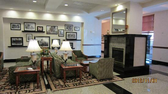 Drury Inn & Suites Dayton North: Lobby