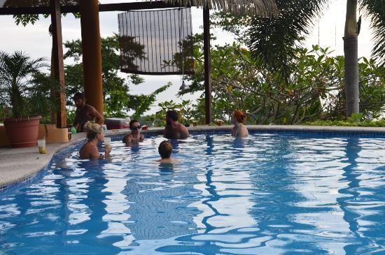 Hotel Vista de Olas: Swim up bar.