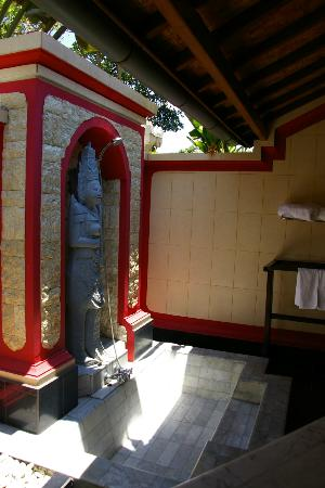 Tirta Ayu Hotel & Restaurant: Shower