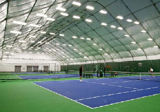 The Tennis Center at Steamboat Springs: Indoor courts