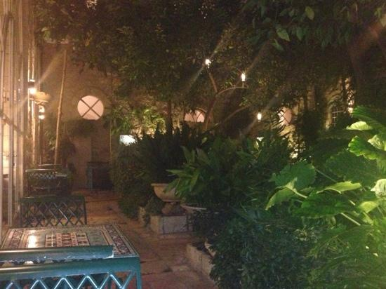 American Colony Hotel Arabesque Restaurant : outside patio. great quite spot to get away for a smoke a call or read..