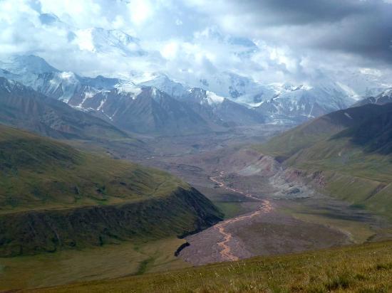Osh, جمهورية قرغيزستان: Pamirkette vom Irkeshtam-Pass aus 