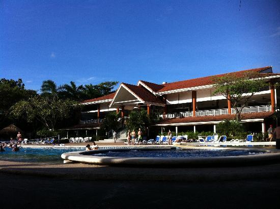 Occidental Tamarindo: Centro de hotel desde la piscina