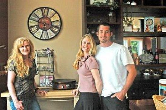 Cafe C'est La Vie: The Team : Lisa Morrigan, Penelope Cole and Tony Perez