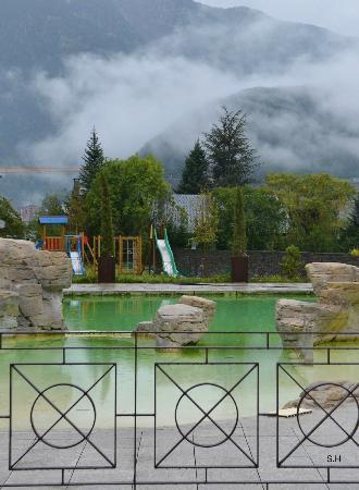 Apartaments Giberga: Poolområdet.