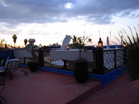 Riad Jomana: Rooftop-terrace at sunset