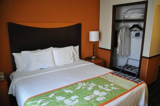Fairfield Inn & Suites Salt Lake City Airport: Bedroom area