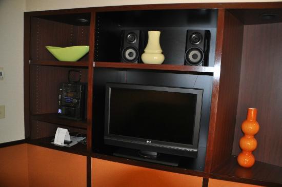 Fairfield Inn & Suites Salt Lake City Airport: TV and entertainment area