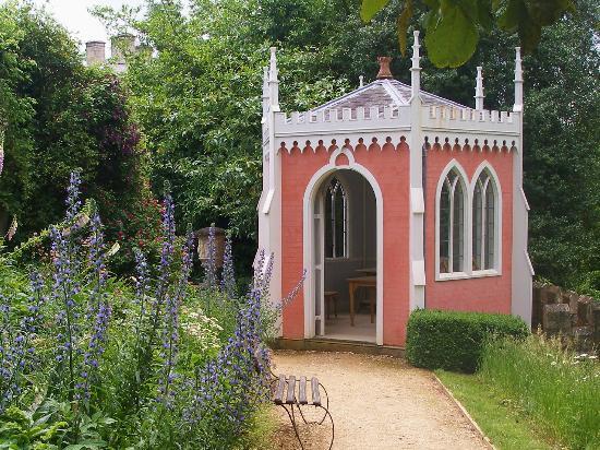 Painswick Rococo Garden: pink summer house