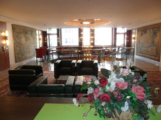 Derag Livinghotel Kanzler: Lobby 1. Stock