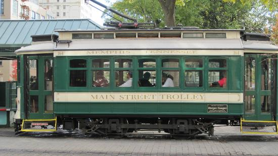 Sleep Inn at Court Square: Trolley car.
