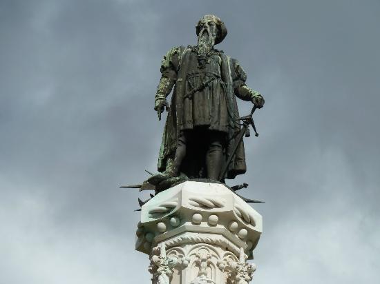 Afonso de Albuquerque Square: Vasco de Gama Statue