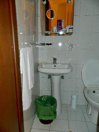 Hotel Lussemburgo: Baño