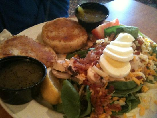 Paddy's Brewpub & Rosie's Restaurant: Fish cakes with greek salad