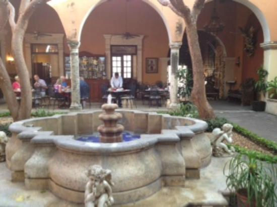 La Mision de Fray Diego: Lovely courtyard