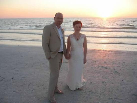 The Capri at Siesta: Wedding couple on Crescent beach