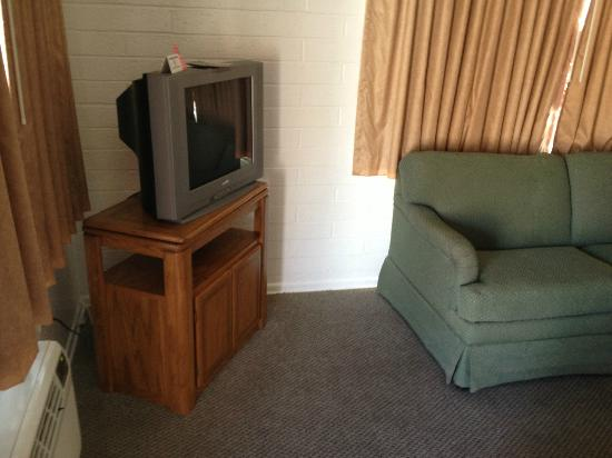Americas Best Value Inn & Suites: Room 101 TV