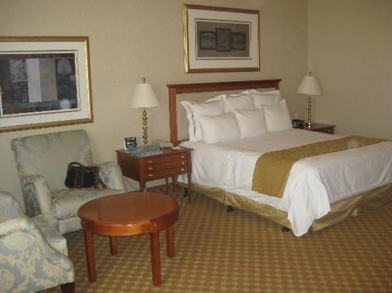 JW Marriott Las Vegas Resort, Spa & Golf: Huge guestroom with King bed