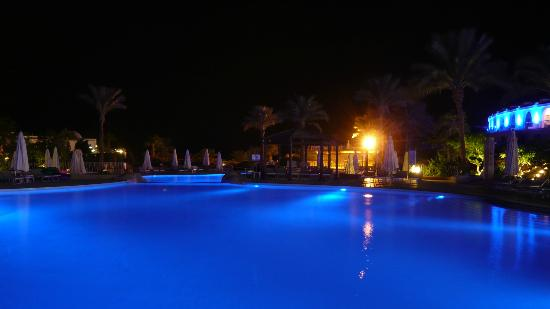 The Royal Savoy Sharm El Sheikh : Pool at night