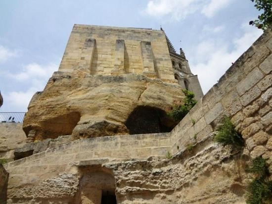 Eglise Monolithe de Saint-Emilion : On Walking Tour