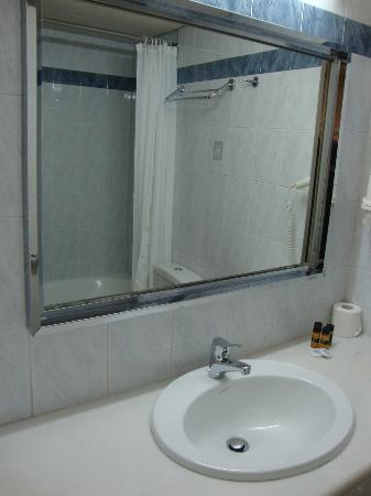 Athens Poseidon Hotel: Bathroom
