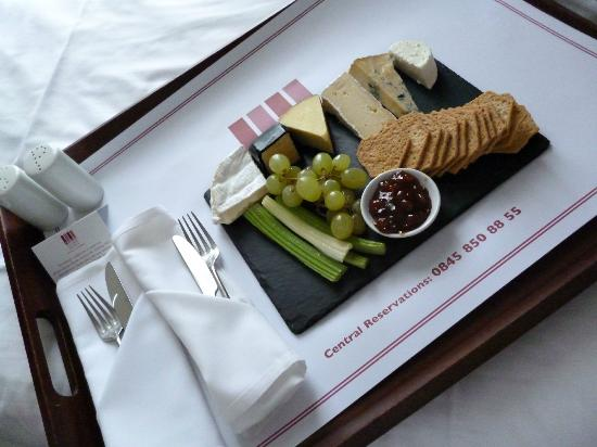 Cotswold Water Park Four Pillars Hotel: cheese board
