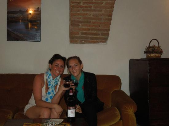 Castello di Monteliscai: Enjoying their wine in the comfort of our apartment.