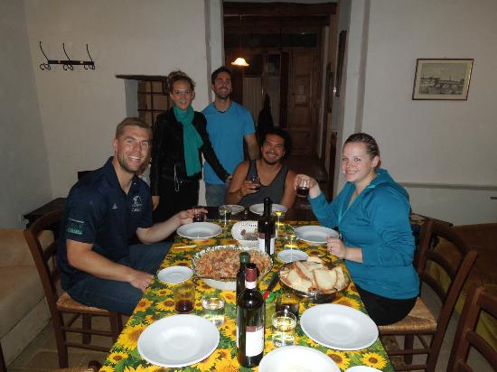 Castello di Monteliscai: Friendly neighbors came over for a fun dinner night!