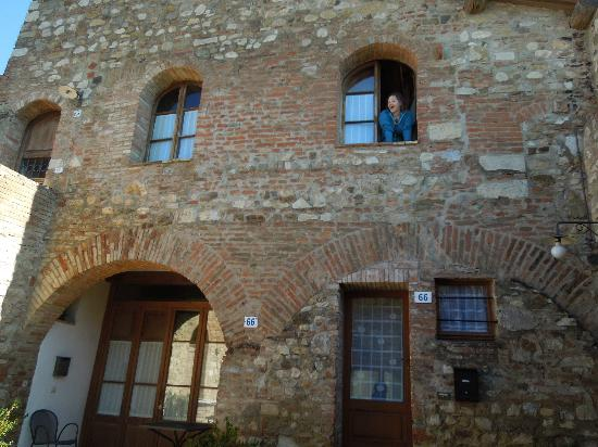 Castello di Monteliscai: Friendly neighbor upstairs! =)