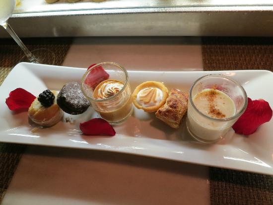 Excellence Playa Mujeres: Desserts in tapas restaurant