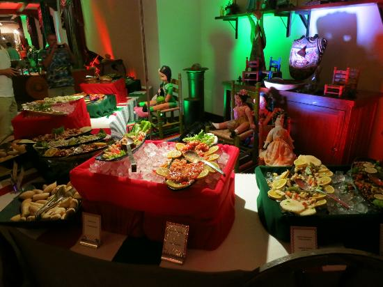 Excellence Playa Mujeres: Mexican buffet night