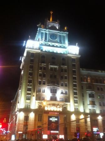 Peking Hotel : nice building, ugly rooms