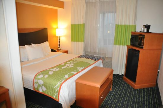 Fairfield Inn & Suites Amarillo West/Medical Center: Bedroom in suite