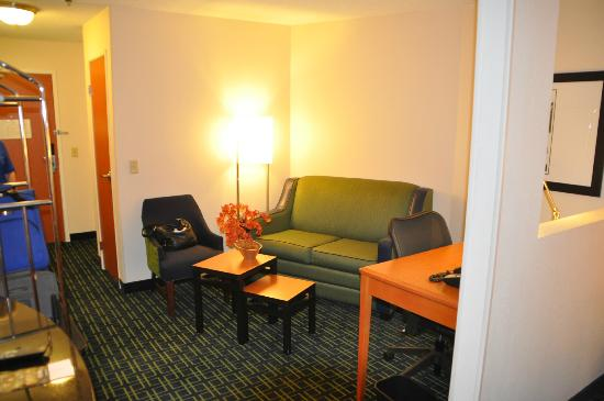 Fairfield Inn & Suites Amarillo West/Medical Center: Sitting area in suite