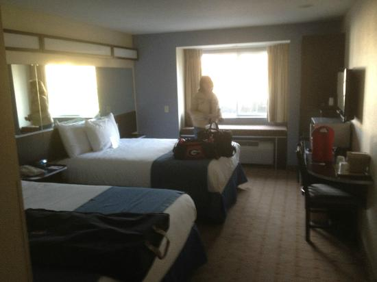 Microtel Inn & Suites by Wyndham Tuscaloosa Near University: room