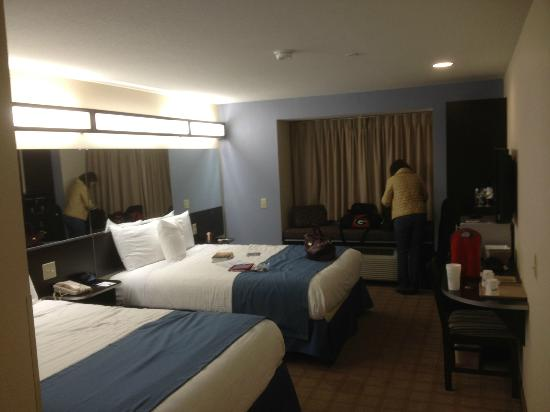 Microtel Inn & Suites by Wyndham Tuscaloosa Near University: romantic mood lights