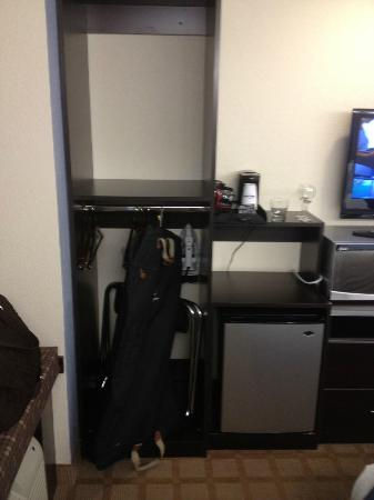 Microtel Inn & Suites by Wyndham Tuscaloosa/Near University of Alabama: Closet