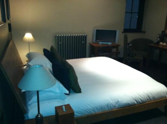 Hotel du Vin & Bistro: Great bed as usual.