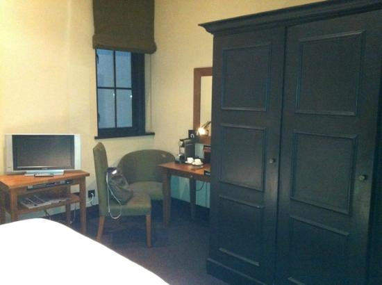 Hotel du Vin & Bistro: The only window in this room - it's dark!