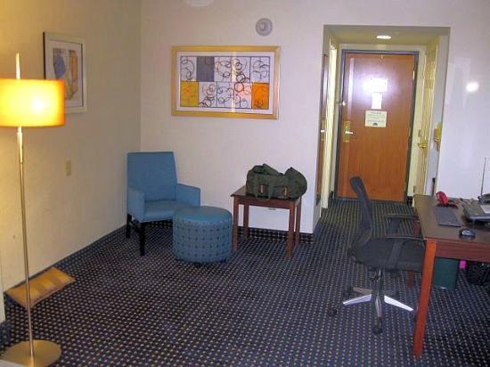 Wingate by Wyndham Voorhees Mt. Laurel: Poorly designed spacious empty room